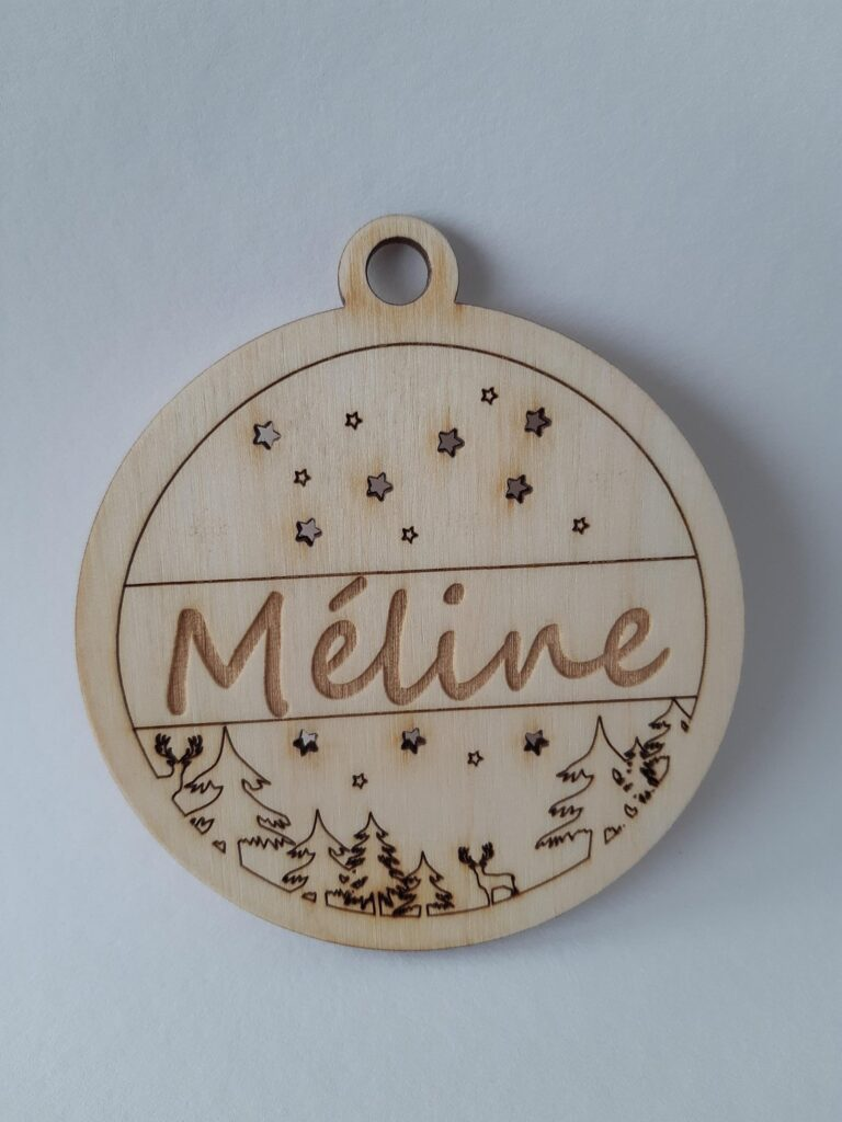Boule de noel en bois prénom personnalisable avec sapin cerf et étoile Méline