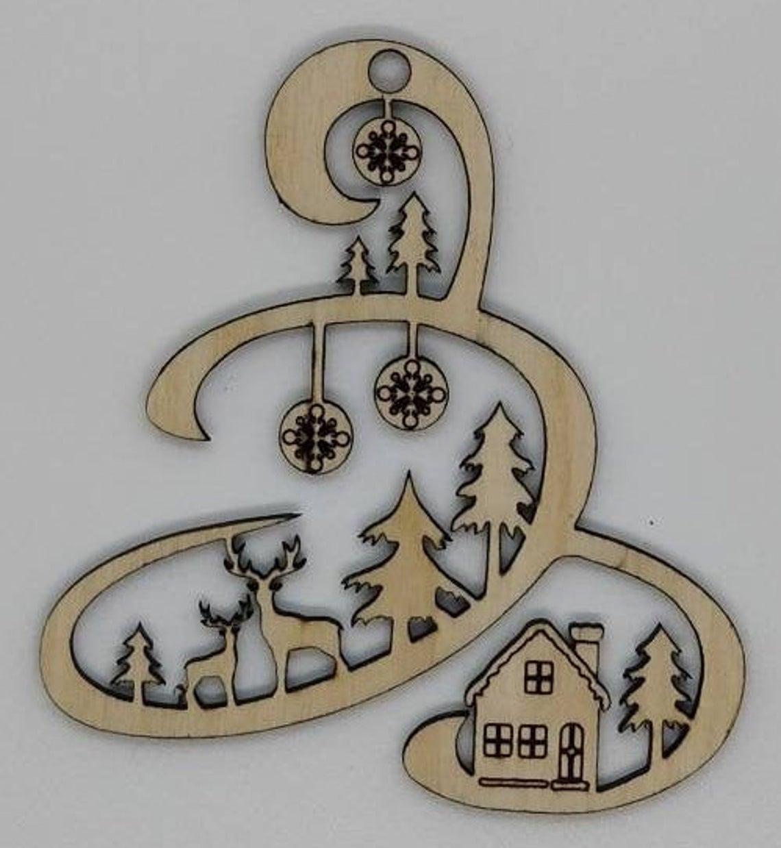 Boule de noël en bois gravé originale pour décorer votre sapin