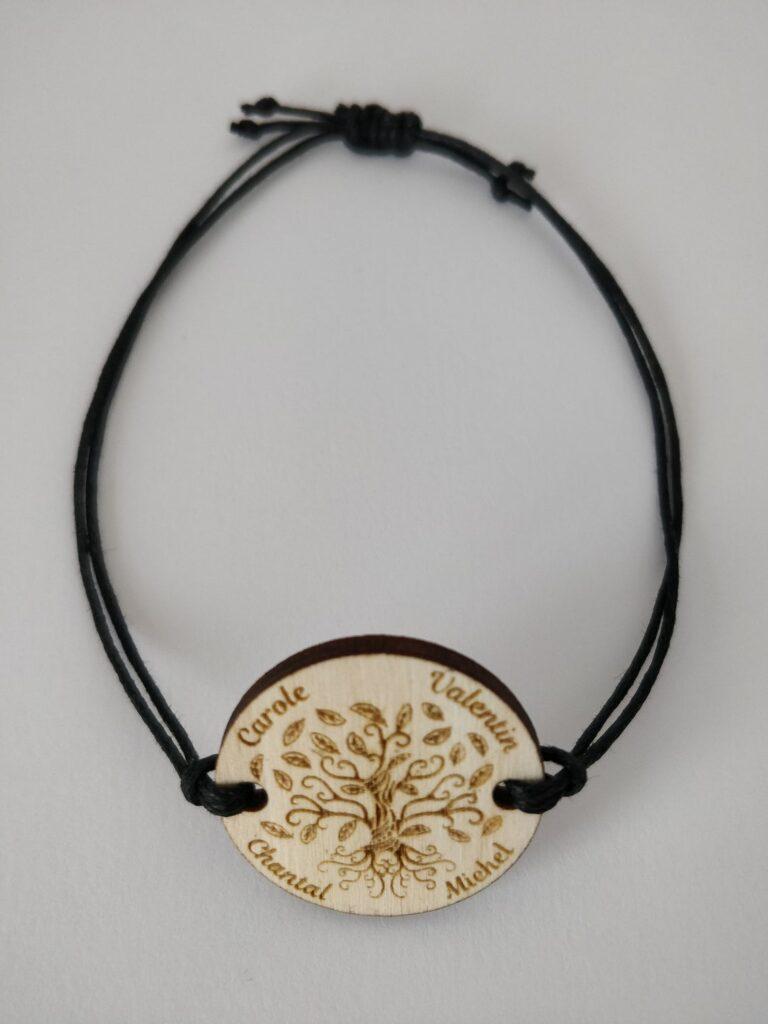 bracelet en coton ciré réglable arbre de vie en bois gravé personnalisé avec les prénoms de la famille ou les amis