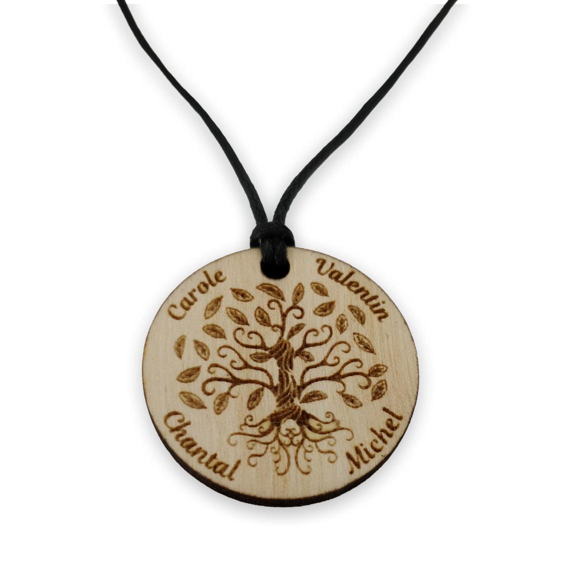 Collier arbre de vie personnalisé en bois gravé prénom famille