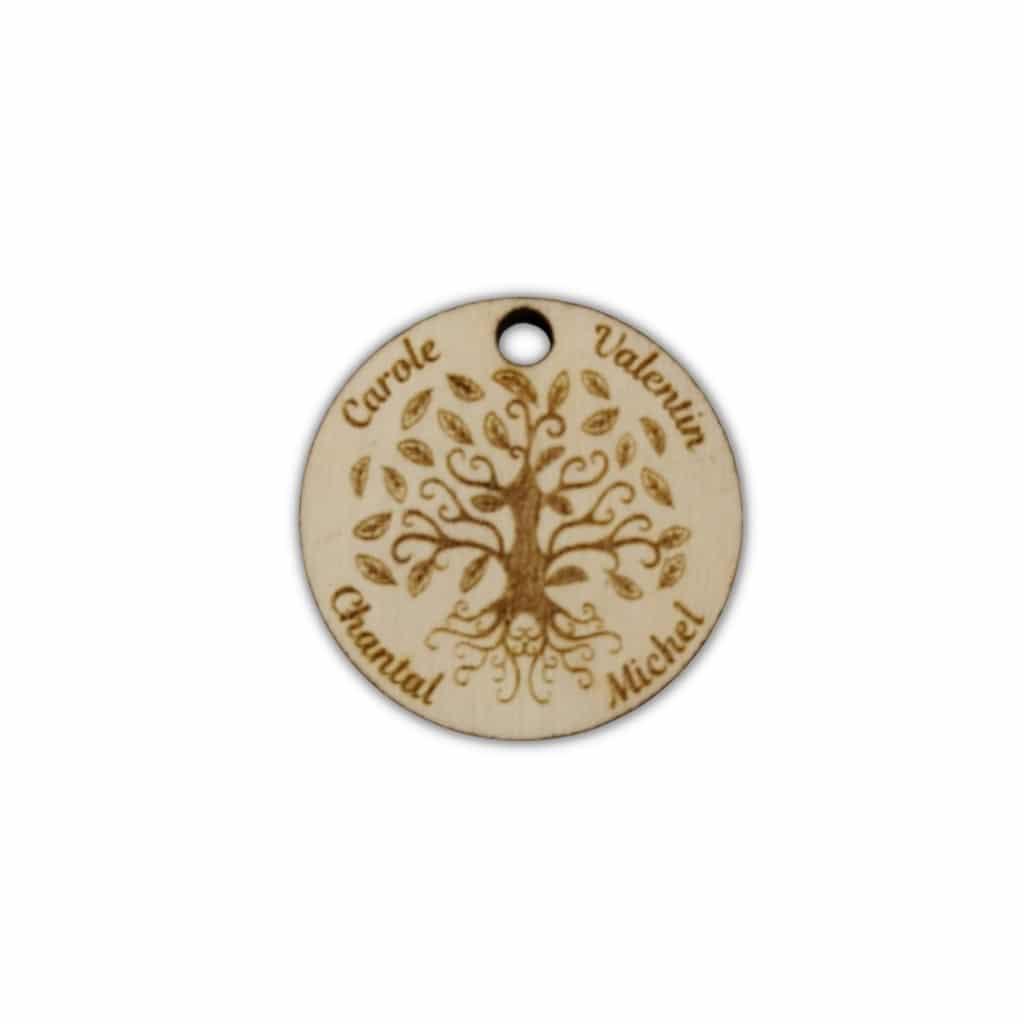 Pendentif arbre de vie personnalisé en bois gravé avec prénom de la famille